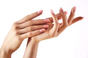 Kauniit hoidetut kynnet ja kädet, kynsien hoito